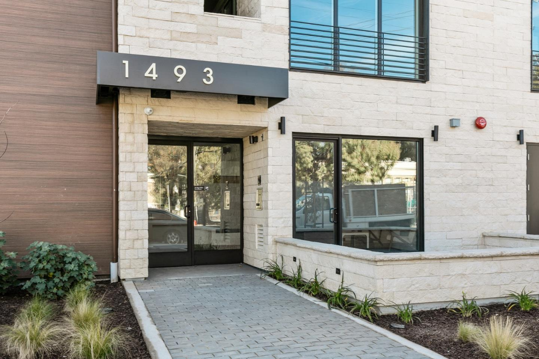 1493 Oak Grove Ave 302